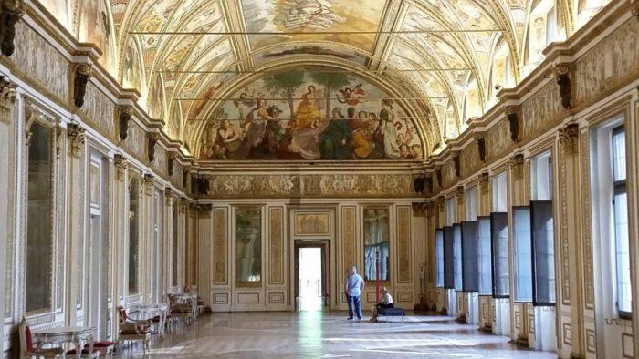 La salle des miroirs du palais ducal de Mantoue