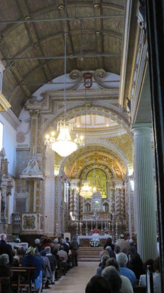 Messe à l'église de la Miséricorde à Pederneira sur les hauteurs