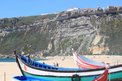 Plage de Nazaré et ses barques typiques