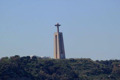 Statue du Christ Roi sur l'autre rive du Tage