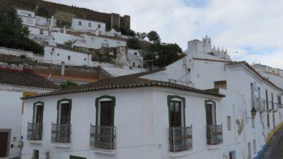 Mertola et ses maisons blanches.