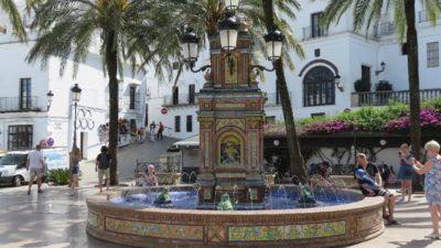 Belle fontaine sur la place d'Espagne à Vejer de la Frontera