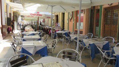 Le centre ville de Ronda - la rue des restaurants