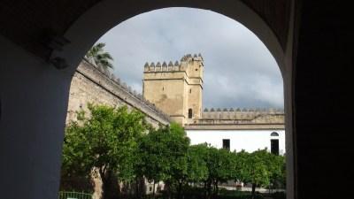 Vue sur la tour des remparts de l'Alcazar de Cordoue