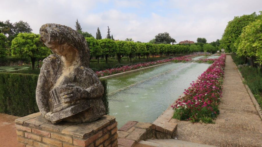 Les jardins et bassins de l'Alcazar des rois catholiques de Cordoue