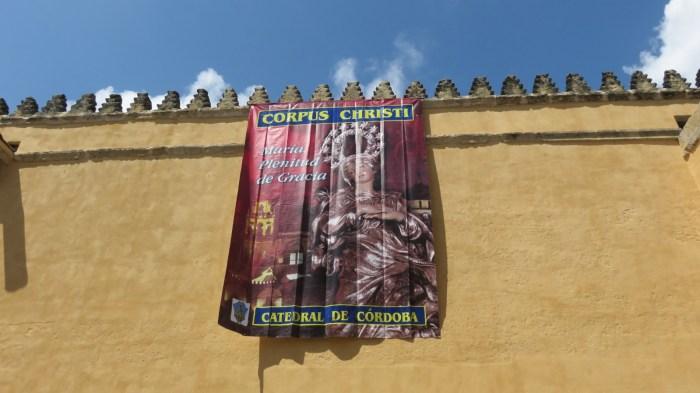 Décoration des monuments pour la fête du Corpus Christi de Cordoue