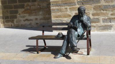 La statue en bronze du poète Antonio Machado à Baeza