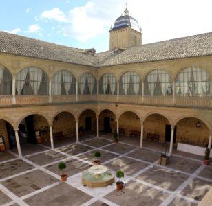 Antiguo Hospital de Santiago à Ubeda