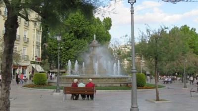 Fontaine et place de Grenade