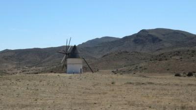 Moulin à vent sur la route entre Grenade et Almeria