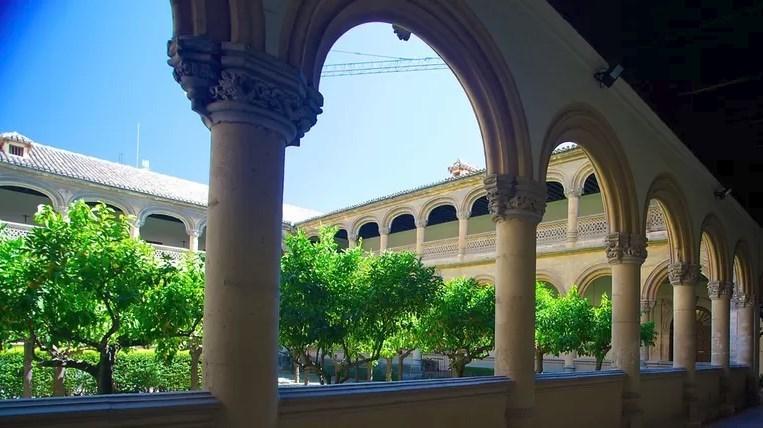 Le cloître du monastère de San Jéronimo de Grenade