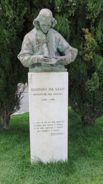 Statue de Gasparo de Salo, l'inventeur du violon