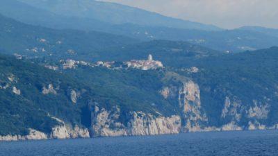 Vue sur l'île de Cres depuis le ferry
