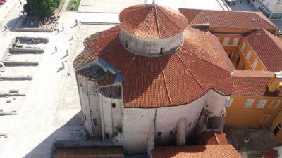 Vue sur l'église St Donat de Zadar depuis la tour de la cathédrale Ste Anastasie