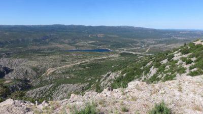 La campagne et les montagnes entre Korenica et Zadar