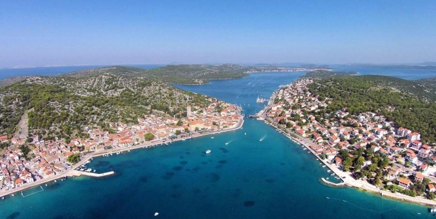 Tisno sur l'île de Murter (Croatie)