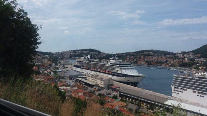 Des bateaux de croisière dans le port de Dubrovnik
