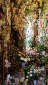 Eglise St Ignace de Loyola avec la grotte de Notre Dame de Lourdes - Dubrovnik