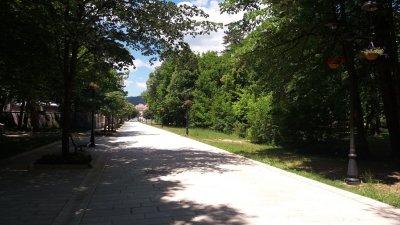Allée piétonne proche du centre ville de Cetinje - Monténégro