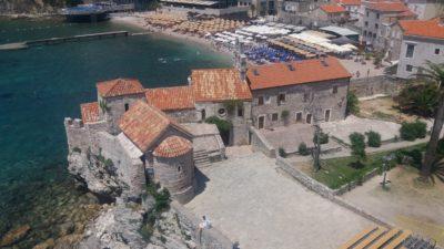 Vue sur la vieille ville de Budva depuis les remparts de la citadelle - Monténégro