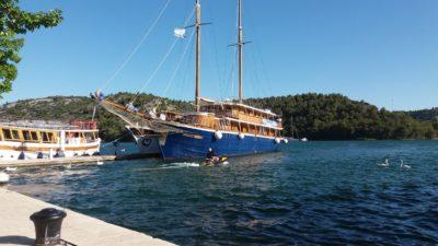 Joli voilier sur le port de Skradin - Croatie