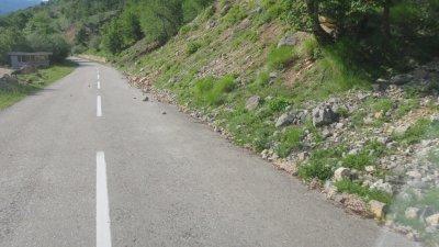 La route est montagneuse entre Podgorica et Zabljak - Monténégro