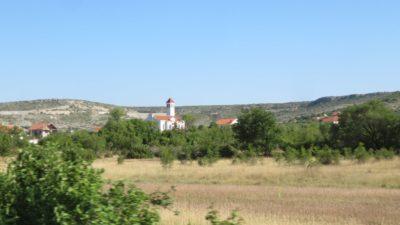 Clocher d'église sur la route entre Skradin et Zagreb - Croatie