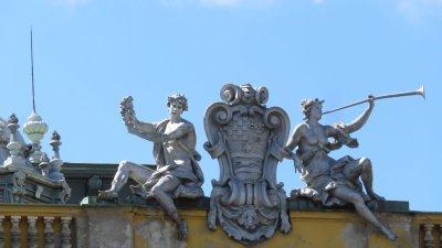 Statue masculine et féminine sur le théâtre national de Zagreb - Croatie
