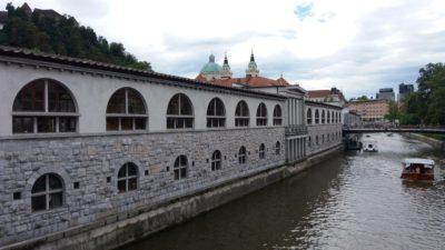 Le Marché Central à Ljubljana donnant sur Le Canal - Slovénie