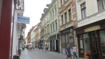 Dans les rues piétonnes du centre ville de Ljubljana (Slovénie)