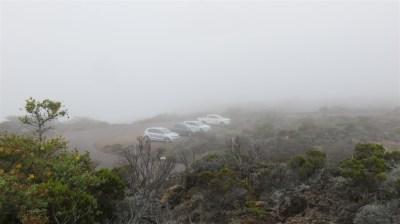 Le parking du Pas des Sables dans la brume