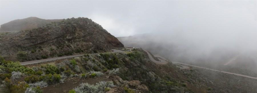 La route vers la Plaine des sables dans la brume