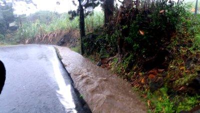 Pluie torrentielle en quittant le gite de St Joseph