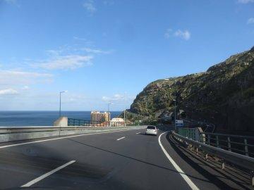 Sur la route côtière entre Funchal et Ponta do Sol - Madère