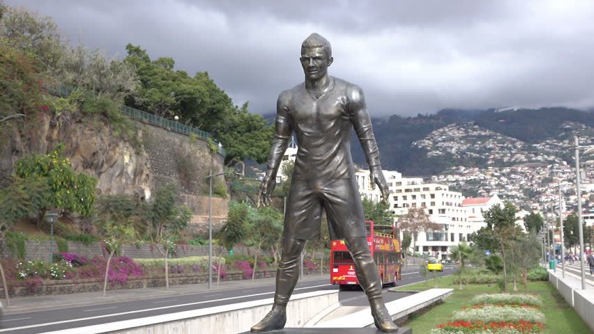 La statue du footballeur Cristiano Ronaldo - Madère