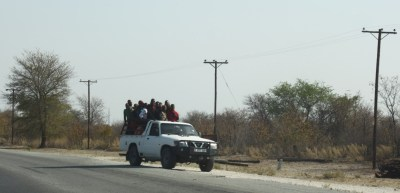 Bus 4x4  à la sortie de Nata - Botswana