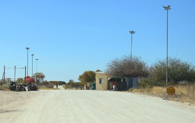 Barrière vétérinaire au Nord de Maun Botswana