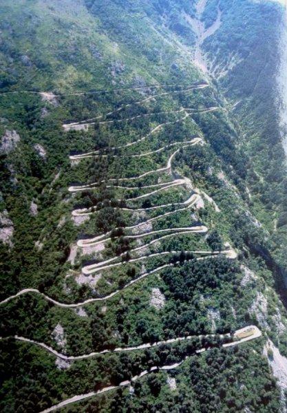 """La """"mythique"""" Route Serpentine entre Kotor et Cetinje (Monténégro)"""