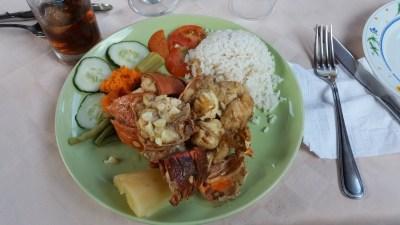 Langouste au restaurant dans les rues pavées de Trinidad - Cuba