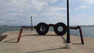 Lunettes originales sur les quais de Cienfuegos - Cuba