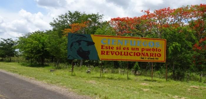 Panneau à l'arrivée sur Cienfuegos - Cuba