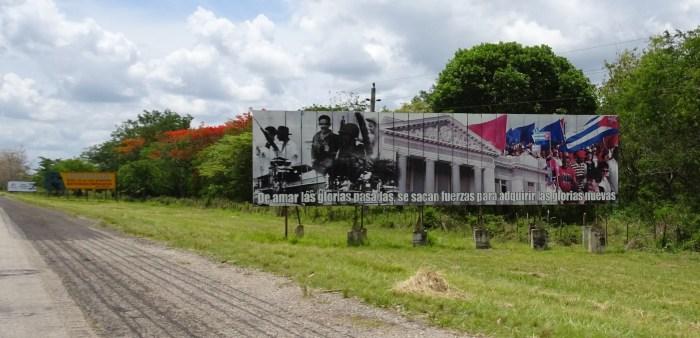 Panneau sur l'autoroute Las Terrazas - Cienfuegos (Cuba)