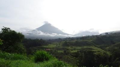 Le volcan Arenal dans la brume du matin - Costa Rica