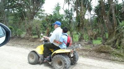 Transport en quad pour l'école du village - Costa Rica