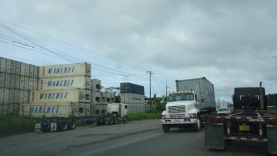 Gros trafic de containers avant Puerto Limon - Costa Rica