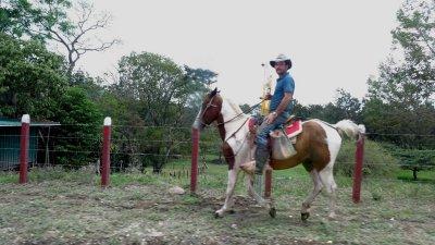 Un cavalier dans le Monteverde - Costa Rica