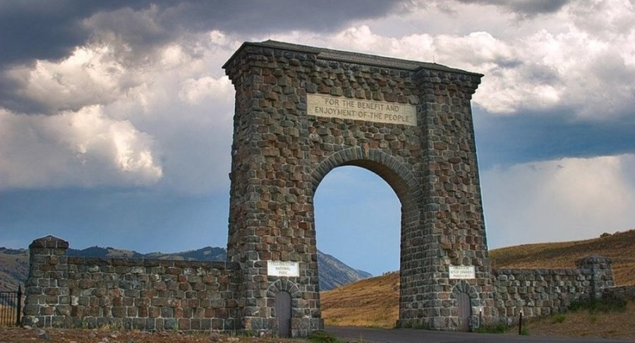 Roosevelt Arch - Yellowstone NP