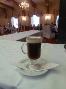 Un Irish coffee à Ennis - Comté de Clare (Irlande)
