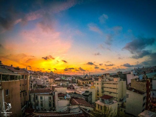 Vue sur Istanbul de la terrasse du restaurant Mezze 360 dans mon article Carnet de voyage à Istanbul : Ville de contrastes et de découvertes #istanbul #turquie #voyage