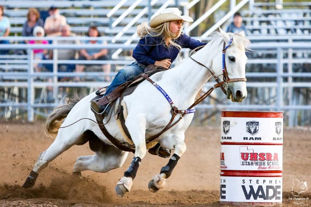 Course de tonneaux lors du rodéo de Calgary dans notre article Le Stampede de Calgary : Visiter Calgary au Canada pendant le grand rodéo #stampede #rodeo #calgary #alberta #canada #festival